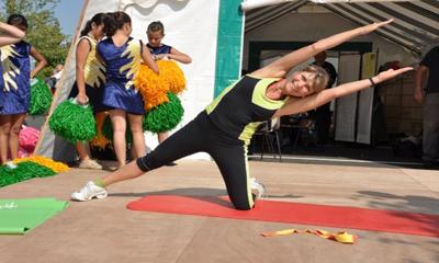 sophie stretching400x240